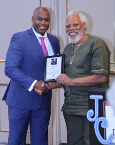 00-Ibo_collecting_his_award_in_NY